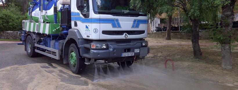 baldeo de calles con agua a presión en Madrid